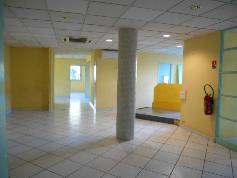 Location local commercial Carpentras 2232€ HT/HC - Photo 1