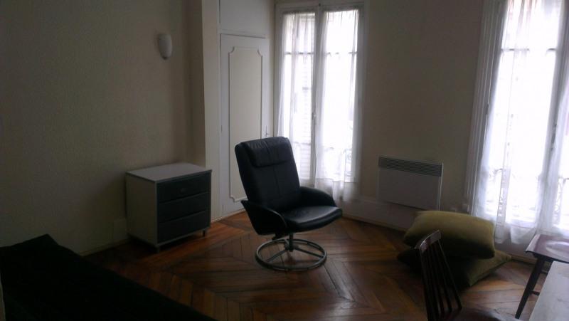 Location appartement Paris 4ème 1200€ +CH - Photo 1