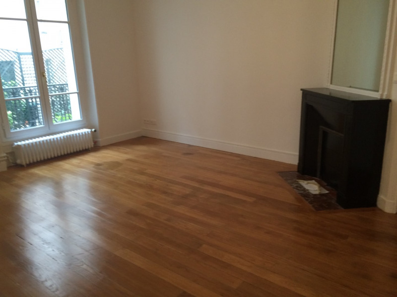 Location appartement Paris 16ème 1 375€ CC - Photo 2