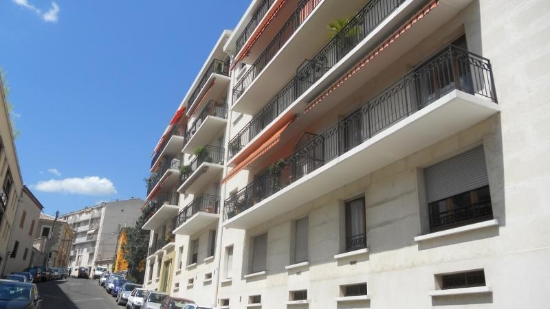 Sale apartment Nimes 242 000€ - Picture 2