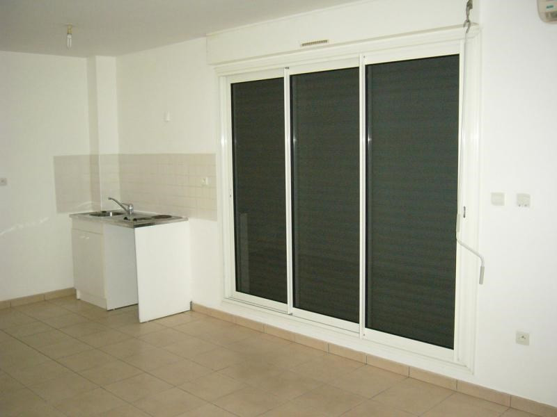 Sale apartment St denis 77000€ - Picture 2