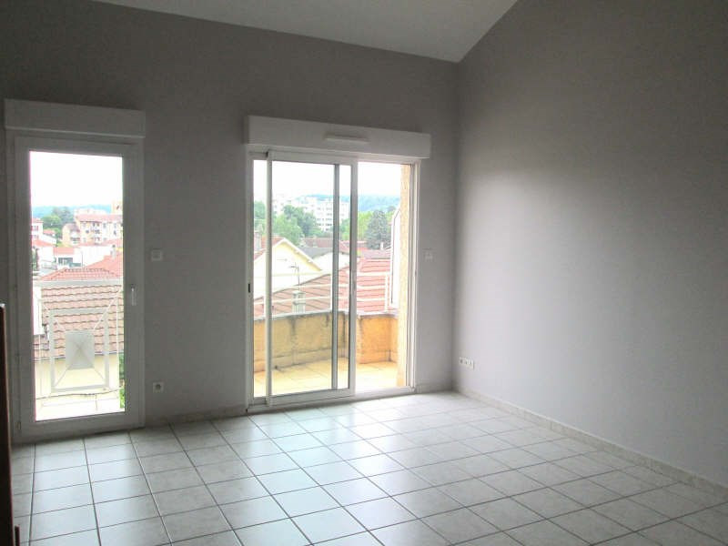 Rental apartment Bourgoin jallieu 615€ CC - Picture 2