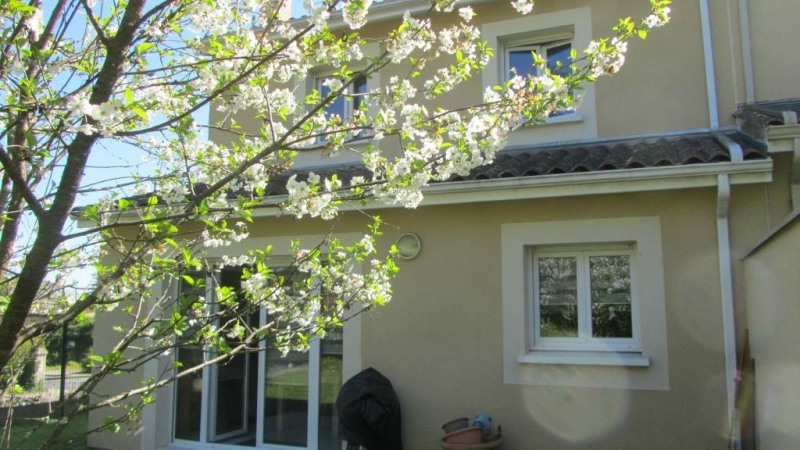Sale house / villa Genissac 169500€ - Picture 1