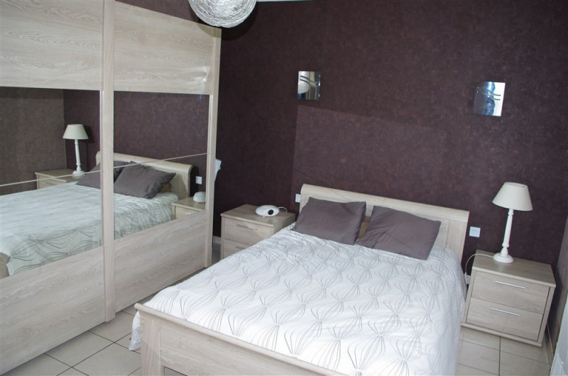 Vente maison / villa St genest lerpt 240000€ - Photo 8