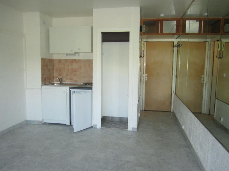 Rental apartment Saint laurent du var 495€ CC - Picture 2