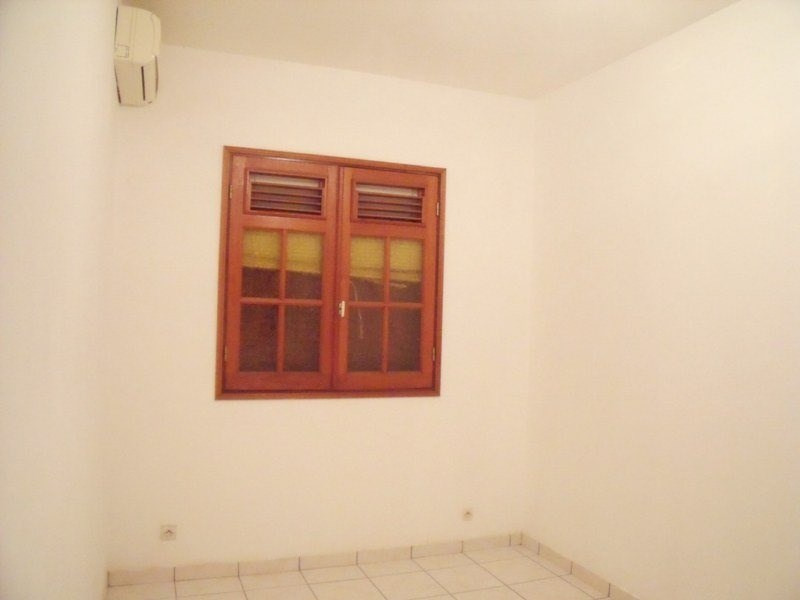 Location local commercial Basse terre 800€ CC - Photo 6