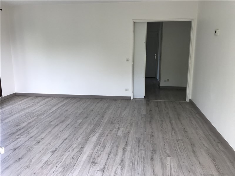 Location appartement Les clayes sous bois 960€ CC - Photo 2