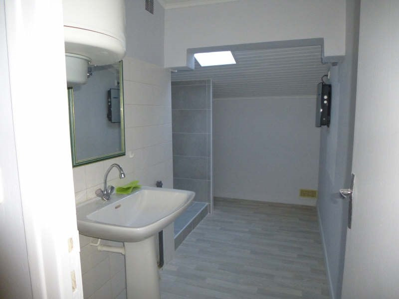 Rental apartment Nimes 430€ CC - Picture 6
