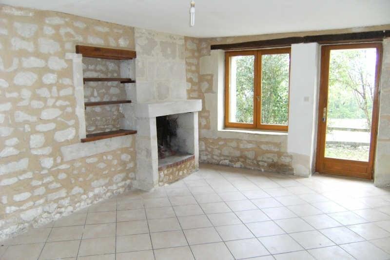 Location maison / villa Monthoiron 550€ CC - Photo 2