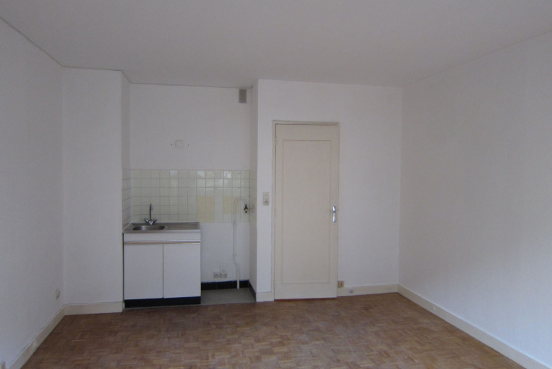 Location appartement Paris 18ème 607€ CC - Photo 5