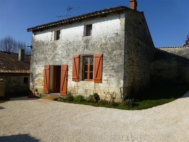 Rental house / villa Saint-jean-d'angély 350€ CC - Picture 1