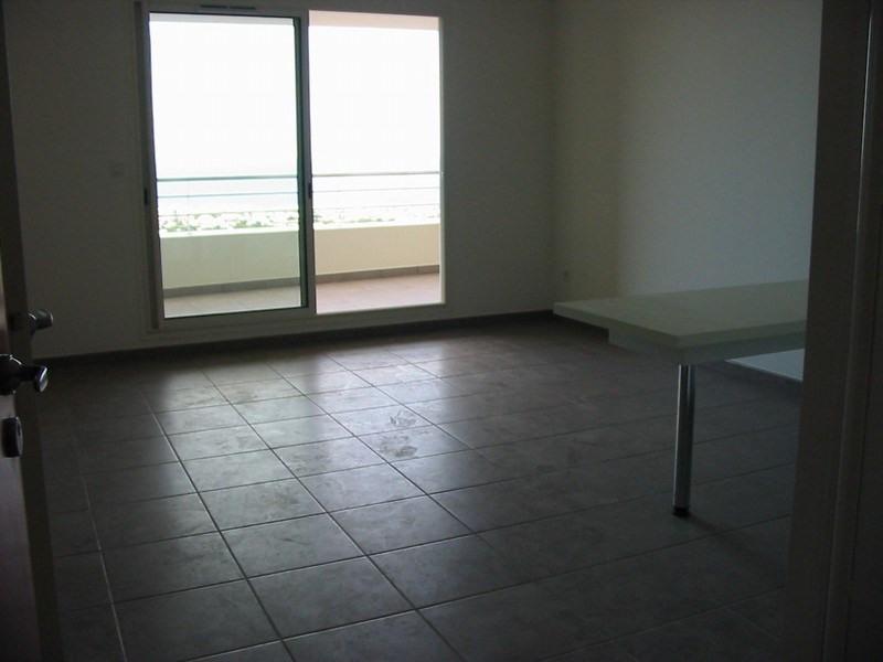 Location appartement St denis 670€ CC - Photo 2