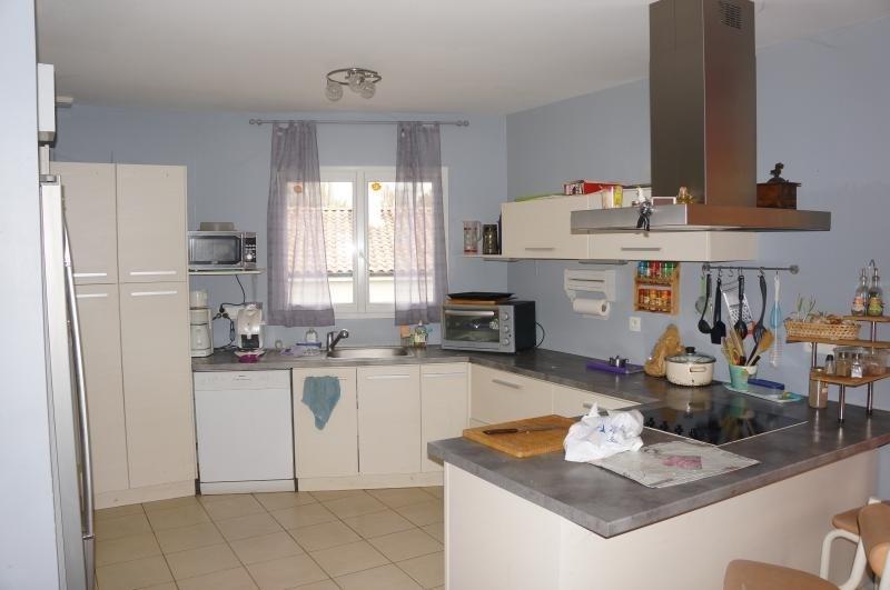 Sale house / villa L isle jourdain 262000€ - Picture 3