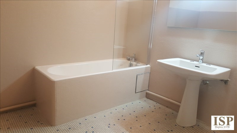Rental apartment Aix en provence 1 380€ CC - Picture 4