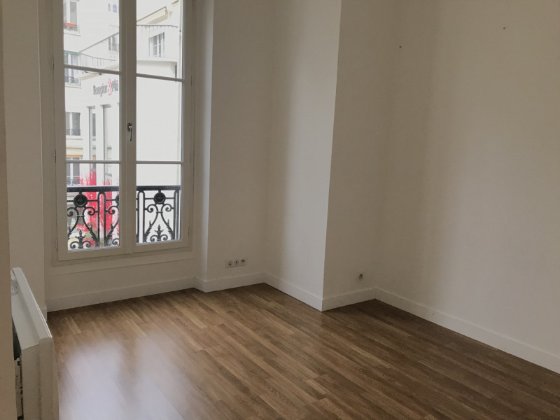 Location appartement Paris 11ème 2 627€ CC - Photo 8