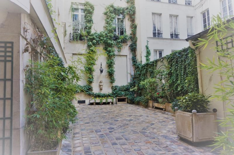 Sale apartment Paris 1er 245 000€ - Picture 2