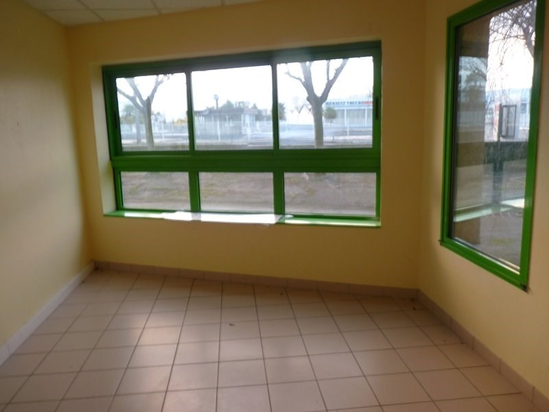 Location local commercial Odos 7 063€ CC - Photo 2