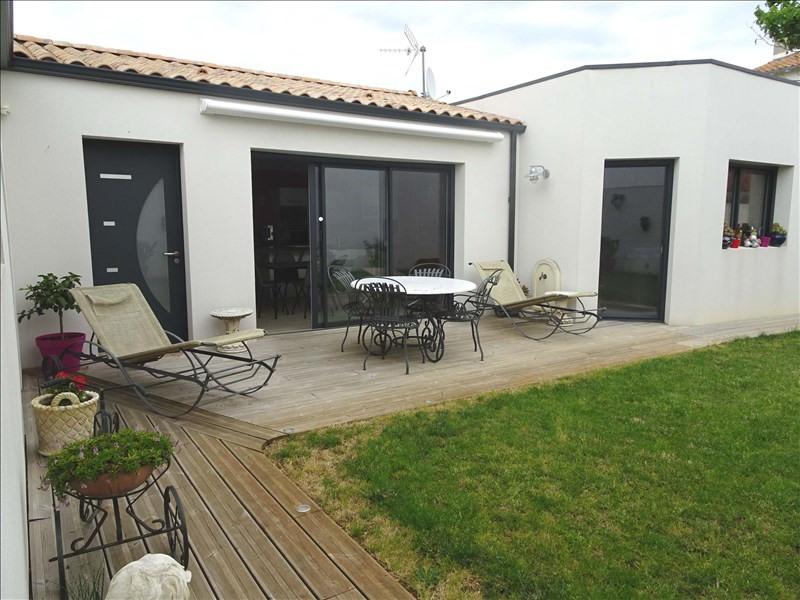 Sale house / villa Aytre 441000€ - Picture 1