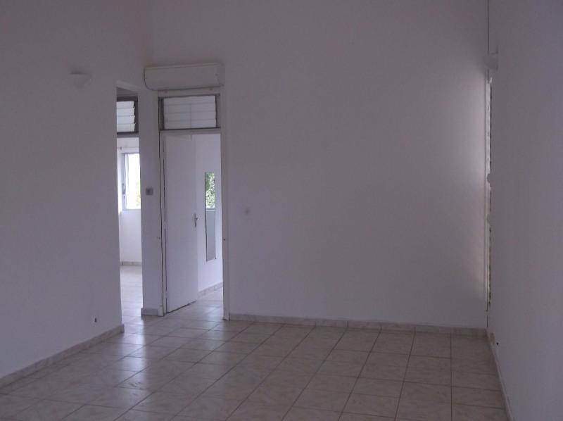 Rental apartment Le gosier 750€ CC - Picture 1