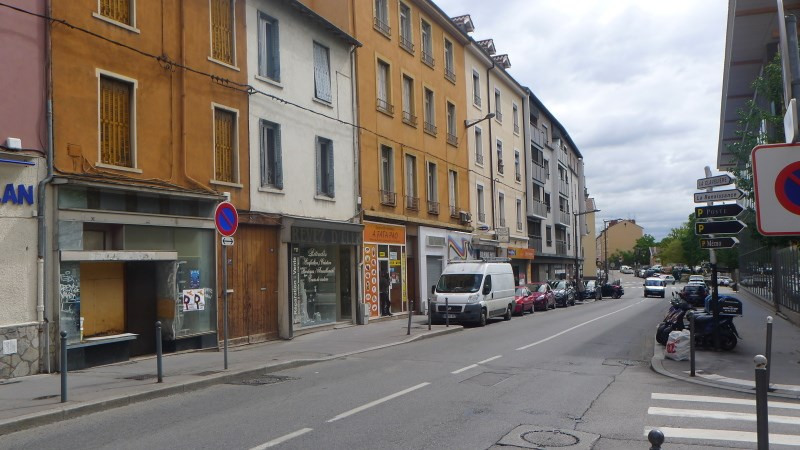 Location local commercial Oullins 728€ CC - Photo 2