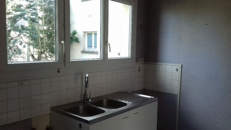 Rental apartment Laval 563€ CC - Picture 2