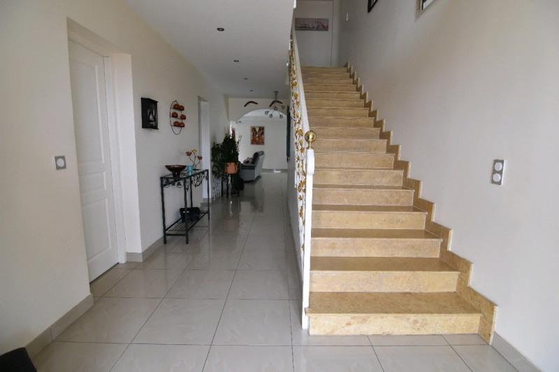 Sale house / villa Beaumont sur oise 540000€ - Picture 2