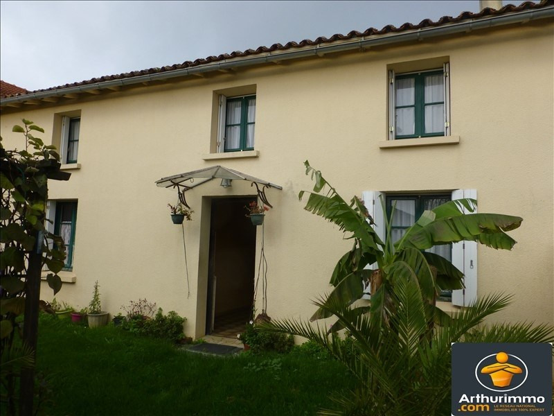 Sale house / villa St jean d angely 107000€ - Picture 1