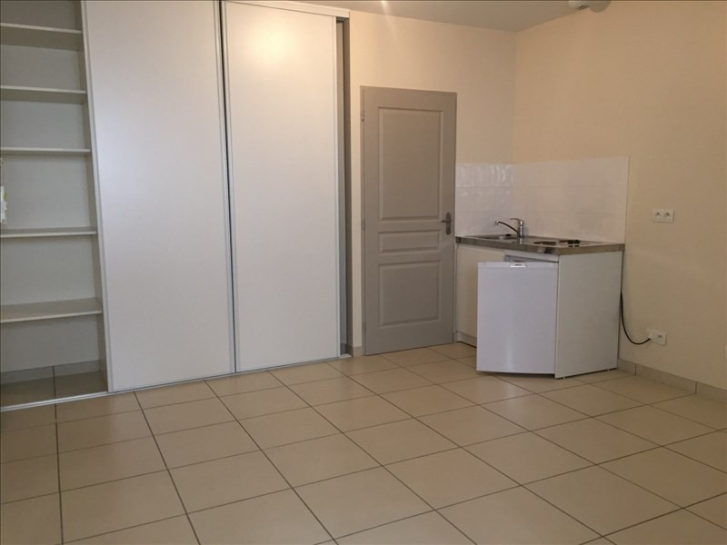 Rental apartment Ste colombe 372€ CC - Picture 1