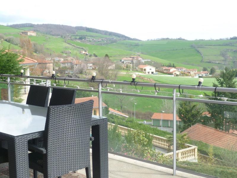 Sale house / villa Sain bel 420000€ - Picture 2