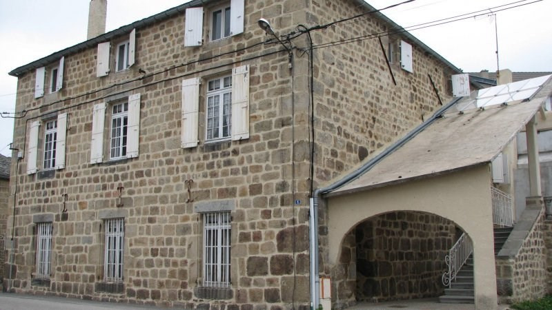 Rental apartment St agreve 525€ CC - Picture 1