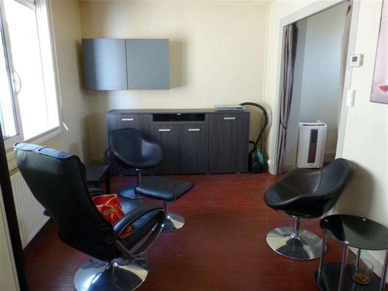 Rental apartment Saint-jean-d'angély 370€ +CH - Picture 4