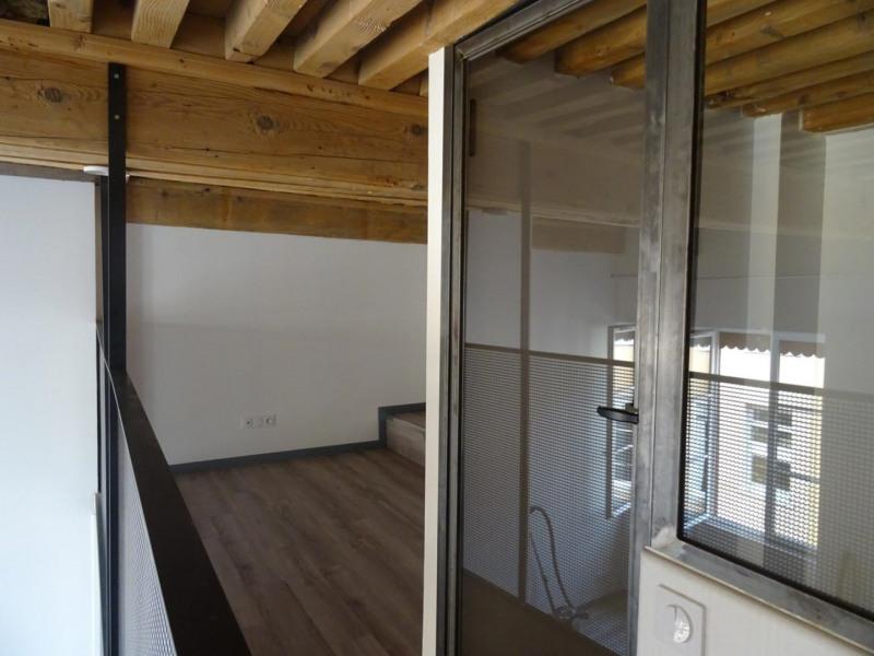Rental apartment Lyon 4ème 840€ CC - Picture 2