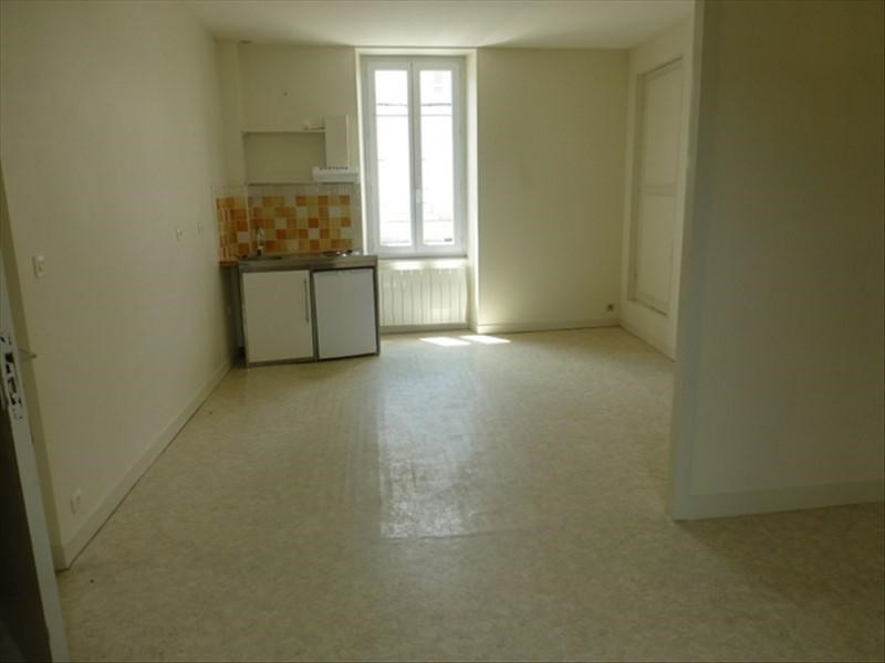Rental apartment St jean d angely 450€ CC - Picture 3