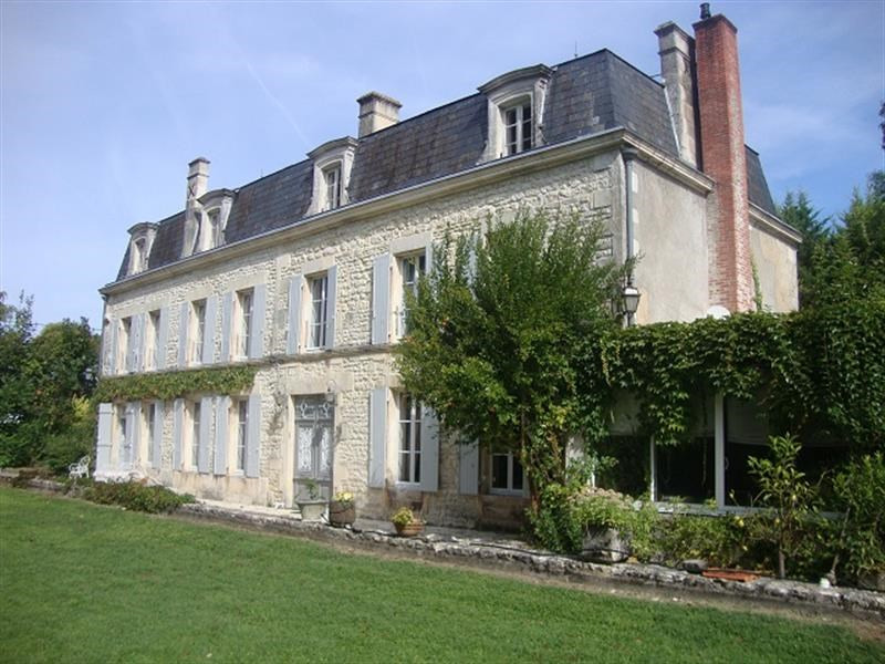 Sale house / villa Saint-jean-d'angély 399 000€ - Picture 1