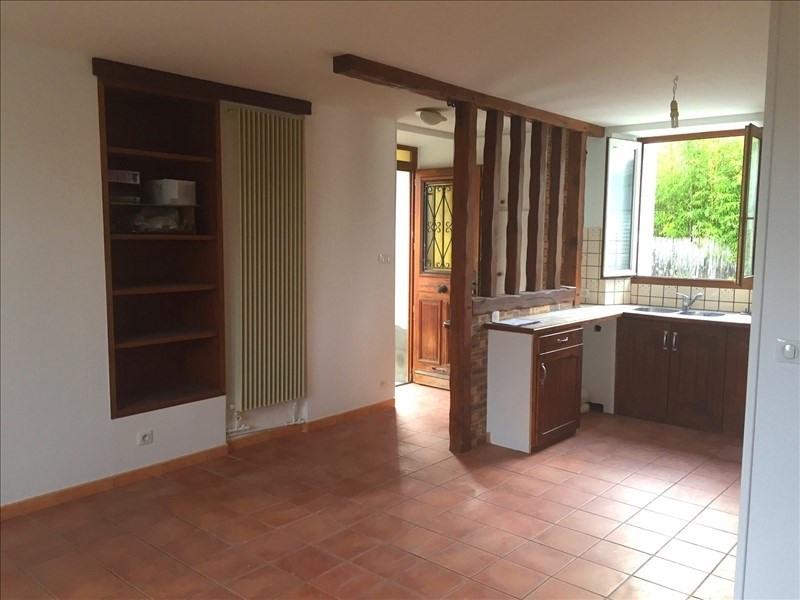 Location maison / villa Crespieres 850€ CC - Photo 3
