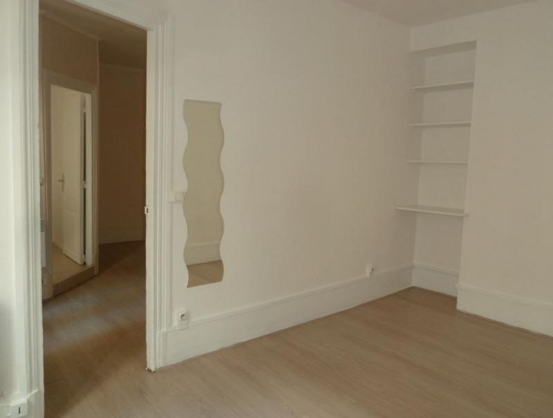 Venta  apartamento Paris 18ème 235000€ - Fotografía 3