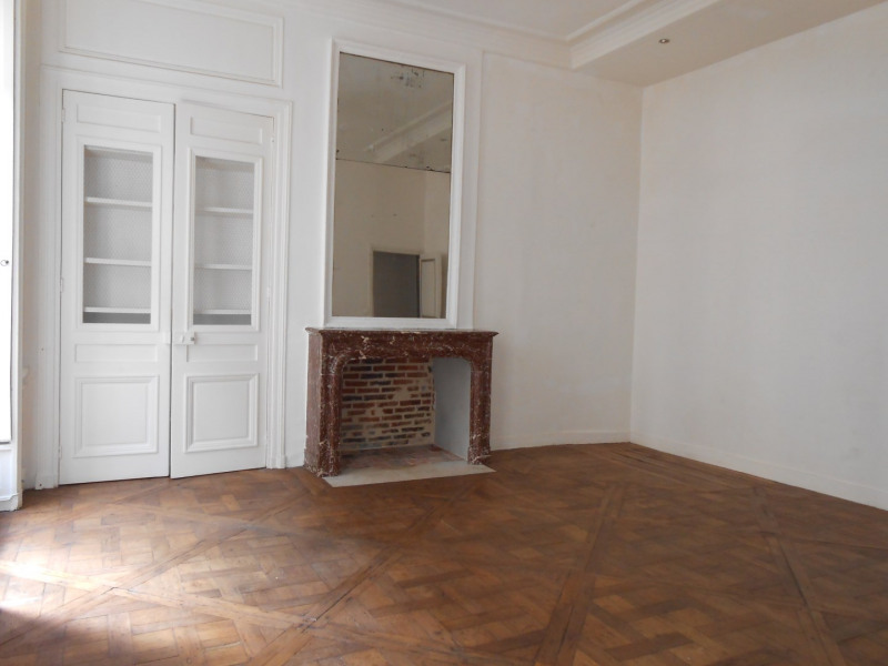 Rental apartment Paris 2ème 1 805€ CC - Picture 2