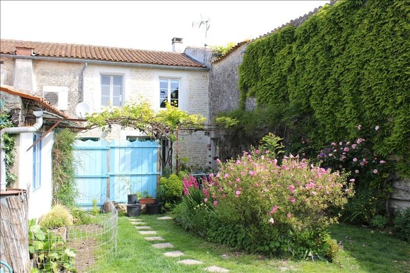 Sale house / villa Thaire 305370€ - Picture 1