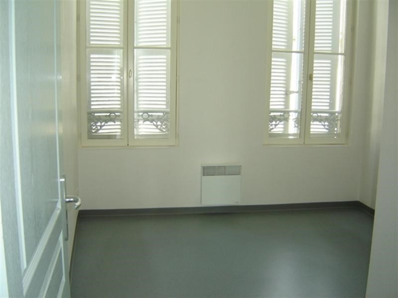 Rental apartment Saint-jean-d'angély 450€ CC - Picture 3