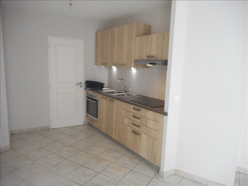 Rental apartment Voiron 682€ CC - Picture 2