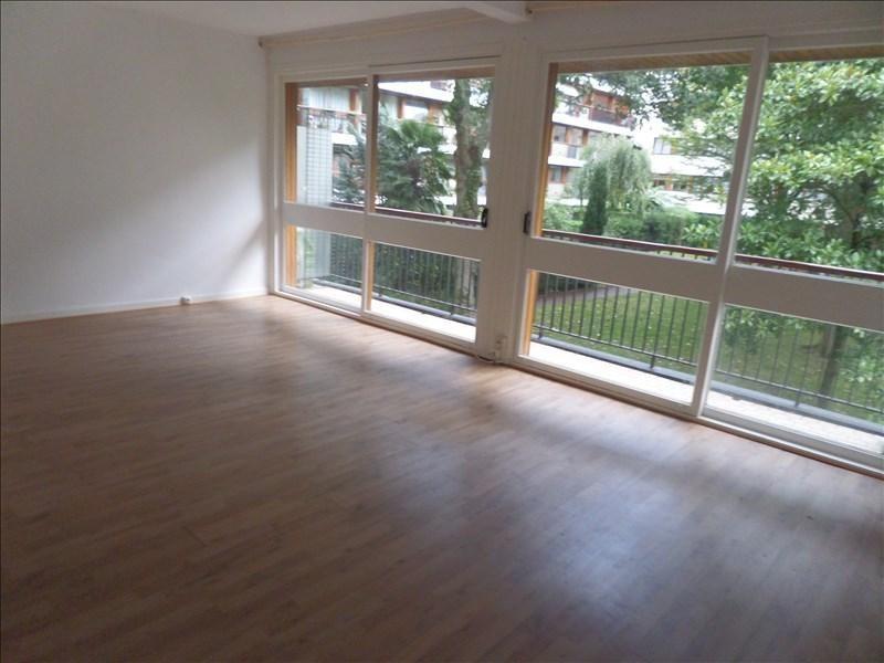 Rental apartment La celle st cloud 1300€ CC - Picture 1