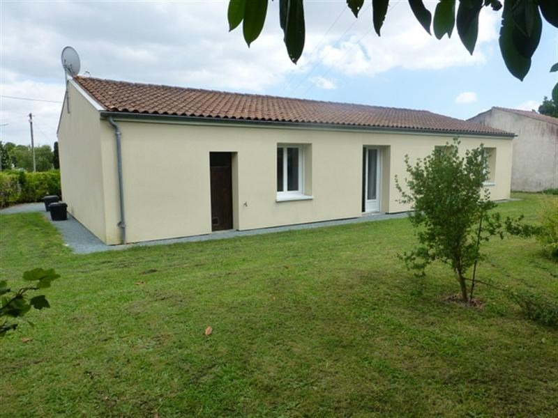 Sale house / villa Loulay 157900€ - Picture 2