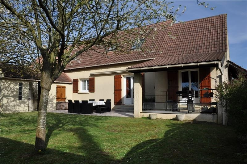 Sale house / villa Chambly 379 000€ - Picture 1