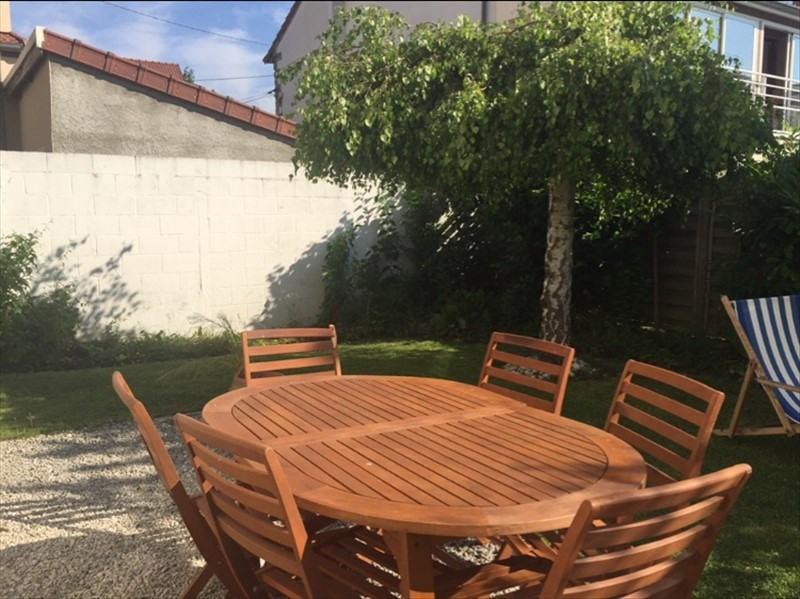 Sale house / villa Versailles 980000€ - Picture 1