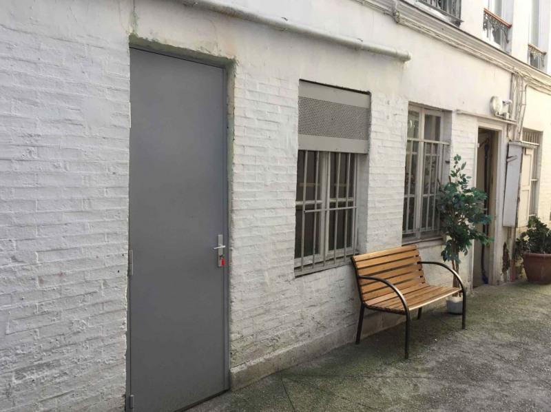 location bureau paris 10 me 75010 paris 10 me de 15 m ref com 229 26158. Black Bedroom Furniture Sets. Home Design Ideas
