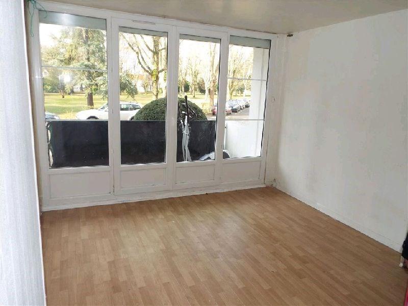 Sale apartment Ste genevieve des bois 125000€ - Picture 1