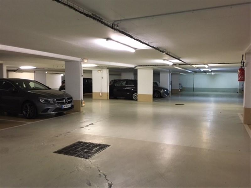 Rental parking spaces St cloud 105€ CC - Picture 4