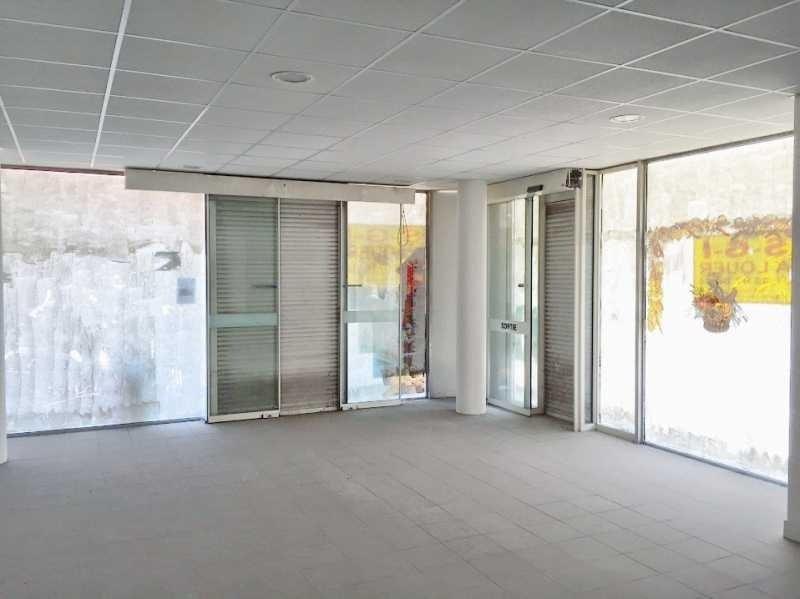 Location Local commercial Élancourt 0