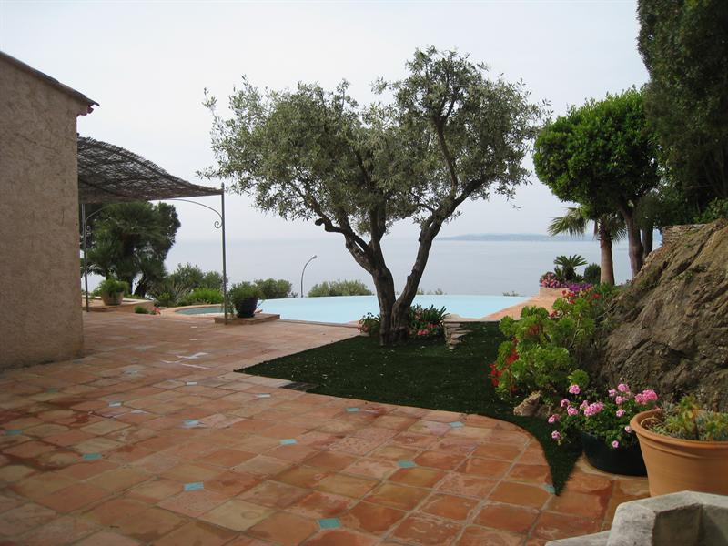Vacation rental house / villa Les issambres 2 180€ - Picture 12