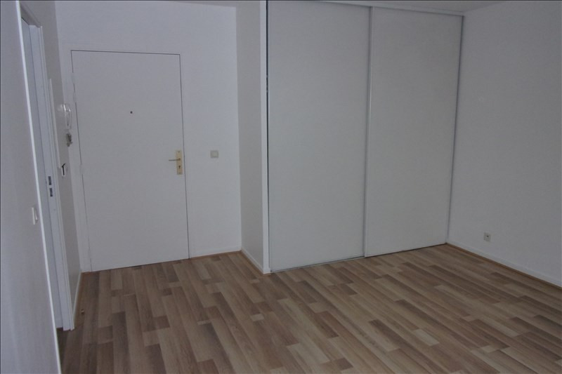 Rental apartment St denis 768€ CC - Picture 5